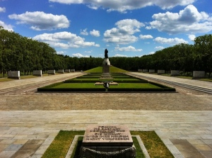 acbfc05-sovjet-war-memorial-treptower-park-berlin